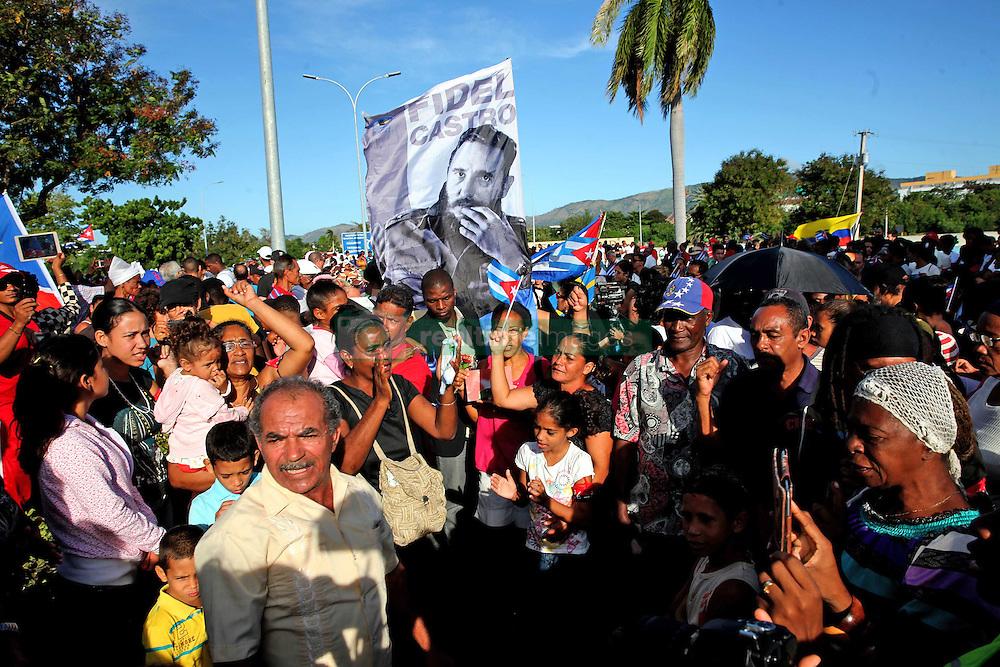 December 4, 2016 - Mexico - EUM20161204POL03.JPG.SANTIAGO DE CUBA.- Politics/Pol√≠tica-Fidel Castro.-  Este domingo 4 de diciembre, cientos de simpatizantes acudieron al cementerio de Santa Ifigenia, y desde all√≠, poder el √∫ltimo adi√≥s a Fidel Castro en donde sus cenizas fueron depositadas en un mausoleo, este domingo 4 de diciembre de 2016. Foto: Agencia EL UNIVERSAL/Jorge Serratos/RCC (Credit Image: © El Universal via ZUMA Wire)