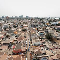 Vista aérea da cidade Luanda, capital de Angola. O Bairro Operário.