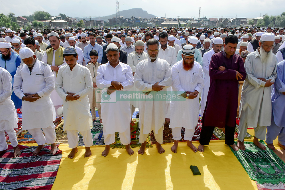 June 16, 2018 - Srinagar, J&K, India - Kashmiri Muslims offer prayers during Eid al-Fitr  in Srinagar, Indian administered Kashmir. Muslims around the world are celebrating the Eid al-Fitr festival, which marks the end of the fasting month of Ramadan. (Credit Image: © Saqib Majeed/SOPA Images via ZUMA Wire)