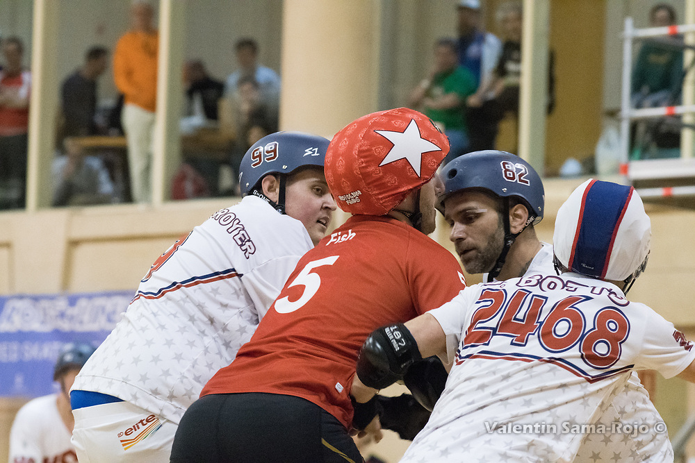 Barcelona, Spain. 08th April, 2018. Jammer of England, #5 Fish, trying to pass three players of Team USA during the final of MRDWC2018. © Valentin Sama-Rojo.