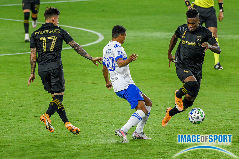 LAFC midfielder Jose Cifuentes (11) during a MLS soccer game, Sunday, Sept. 27, 2020, in Los Angeles. The San Jose Earthquakes defeated LAFC 2-1.(Dylan Stewart/Image of Sport)