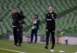 DUBLIN, REPUBLIC OF IRELAND - Sunday, October 11, 2020: Wales' manager Ryan Giggs (R) and Republic of Ireland's head coach Stephen Kenny (L) during the UEFA Nations League Group Stage League B Group 4 match between Republic of Ireland and Wales at the Aviva Stadium. The game ended in a 0-0 draw. (Pic by David Rawcliffe/Propaganda)
