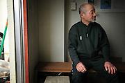 Les résidents du Minato Shogakko se retrouvent régulièrement dans lespace fumeur. Il y passent beaucoup de temps à discuter sans forcemment y fumer