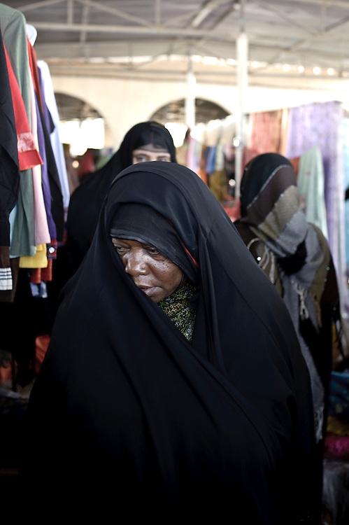 Ibra, Sultanate of Oman - 26 November 2008.Women market..Photo: FRANCINE BURLET