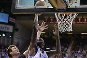 DESCRIZIONE : Treviso Lega A 2015-16 Playoff Gara 1 Universo Treviso Basket - Novipiu Casale Monferrato<br /> GIOCATORE : marshwan powell<br /> CATEGORIA : Schiacciata<br /> SQUADRA : Universo Treviso Basket - Novipiu Casale Monferrato<br /> EVENTO : Campionato Lega A 2015-2016 <br /> GARA : Universo Treviso Basket - Novipiu Casale Monferrato<br /> DATA : 01/05/2016<br /> SPORT : Pallacanestro <br /> AUTORE : Agenzia Ciamillo-Castoria/M.Gregolin<br /> Galleria : Lega Basket A 2015-2016  <br /> Fotonotizia :  Bologna Lega A 2015-16 Universo Treviso Basket - Novipiu Casale Monferrato