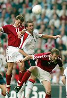 Fotball<br /> EM-kvalifisering 07.06.2003<br /> Danmark v Norge<br /> Ebbe Sand og Morten Wighorst - Danmark<br /> Claus Lundekvam - Norge<br /> Foto: Digitalsport