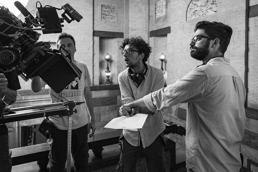 Le idee chiare: I due registi Giancarlo Fontana (sx) e Giuseppe Stasi prestano le loro mani per girare un dettaglio.