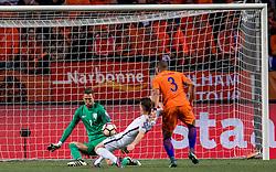 10-10-2016 NED: WK kwalificatie Nederland - Frankrijk, Amsterdam<br /> Nederland verliest met 1-0 van Frankrijk / Kevin Gameiro #9 stuit op Maarten Stekelenburg (GK) #1, Jeffrey Bruma #13