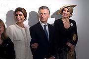 Koningin Maxima vergezelt de Argentijnse president Mauricio Macri en zijn vrouw Juliana Awada bij hun bezoek aan het Anne Frank Huis. <br /> <br /> Queen Maxima accompanies the Argentine president Mauricio Macri and his wife Juliana Awada when they visit the Anne Frank House.