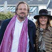 NLD/Naarden/20120422 - Inloop gasten verjaardagsfeest Monique des Bouvrie, Herman Heinsbroek en Judith Wiersma