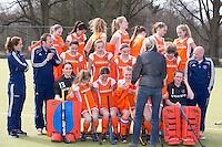 AMSTELVEEN - Meisjes Nederlands B trotseren kou. voor teamfoto KNHB. foto Koen Suyk