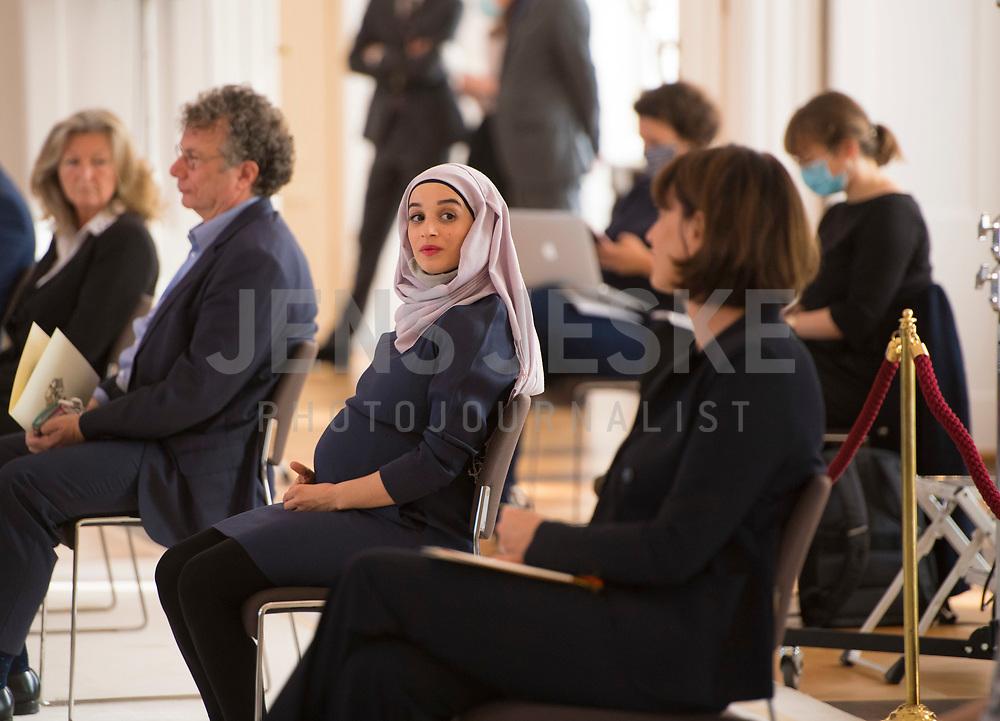 DEU, Deutschland, Germany, Berlin, 01.10.2020: Leila Younes El-Amaire bei der Verleihung des Verdienstordens der Bundesrepublik Deutschland (Bundesverdienstkreuz) durch den Bundespräsidenten im Schloss Bellevue.