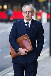 © Licensed to London News Pictures. 29/10/2013. London, UK. Stuart Kuttner, former managing editor of the News of the World, arrives at the Old Bailey in London today (29/10/2013) where they face charges related to phone hacking during their time at the paper. Photo credit: Matt Cetti-Roberts/LNP