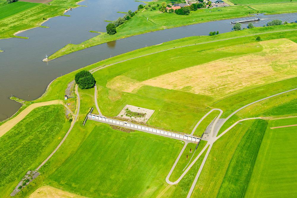 Nederland, Gelderland, Arnhem, 29-05-2019; IJsselkop, splitsing Nederrijn in Nederrijn naar Arnhem en IJssel. Naast de IJsselkop ligt de Hondsbroeksche Pleij, voormalige uiterwaard, nu een van de Ruimte voor de Rivier lokaties.  Het Regelwerk draagt zorg voor de verdeling van het rivier water bij hoogwater.<br /> IJsselkop, junction Nederrijn in Nederrijn to Arnhem and IJssel. Next to the IJsselkop is the Hondsbroeksche Pleij, former flood plain, now one of the Room for the River locations. Highwater arrangment  is responsible for the distribution of river water at high water.<br /> <br /> luchtfoto (toeslag op standard tarieven);<br /> aerial photo (additional fee required);<br /> copyright foto/photo Siebe Swart