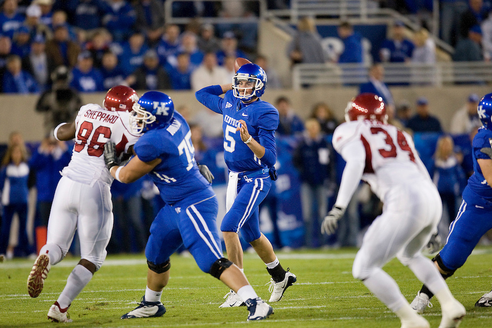 LEXINGTON, KY - OCTOBER 18:   Mike Hartline #5 of the Kentucky Wildcats throws a pass against the Arkansas Razorbacks at Commonwealth Stadium on October 18, 2008 in Lexington, Kentucky.  The Wildcats defeated the Razorbacks 21 to 20.  (Photo by Wesley Hitt/Getty Images) *** Local Caption *** Mike Hartline
