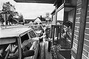 Duitsland, Wildflecken, 25-9-1987Op een amerikaanse legerbasis langs de grens met de DDR, oost-duitsland. Burger King.Cultuur, milkshakeFoto: Flip Franssen/Hollandse Hoogte