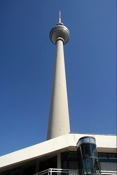Duitsland, Berlijn, 22-8-2009De televisietoren op de Alexanderplatz. Hij is gebouwd in de DDR tijd.Foto: Flip Franssen/Hollandse Hoogte