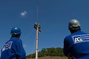 Ponte Nova_MG, 26 de outubro de 2006.<br /> <br /> Programa Luz para todos<br /> <br /> Documentacao do projeto LUZ PARA TODOS, uma parceria dos governos Estadual e Federal e da Andrade Gutierrez.<br /> <br /> Foto: MARCUS DESIMONI / NITRO
