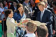 Koninginnedag 2012 in de Utrechtse gemeente Rhenen.// Queensday 2012 in the city of Rhenen.<br /> <br /> Op de foto: Prins Willem Alexander en Prinses Aimée (L)