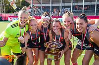 ANTWERPEN -  Oranje wint de finale.  goalkeeper Anne Veenendaal (Ned) , Margot Van Geffen (Ned) , Eva de Goede (Ned) , Lidewij Welten (Ned) , Ireen van den Assem (Ned) , Malou Pheninckx (Ned) .  De finale  dames  Nederland-Duitsland  (2-0) bij het Europees kampioenschap hockey.  )  COPYRIGHT  KOEN SUYK