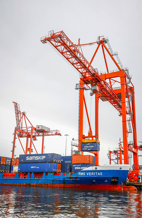 *** NO REPRODUCTION FEE *** 28/1/2021 : DUBLIN : PLAIN SAILING :  Dublin Port today welcomed Samskip's first direct container sailing between Amsterdam and Ireland, with RMS Veritas arriving into Dublin Port at lunchtime, marking the start of a new weekly shortsea container freight service between Dublin and North Continental Europe, while increasing options for importers and exporters post-Brexit. Picture Conor McCabe Photography.<br /> <br /> MEDIA CONTACT :  Conor Sheridan, Gibney Communications, 086 031 0800