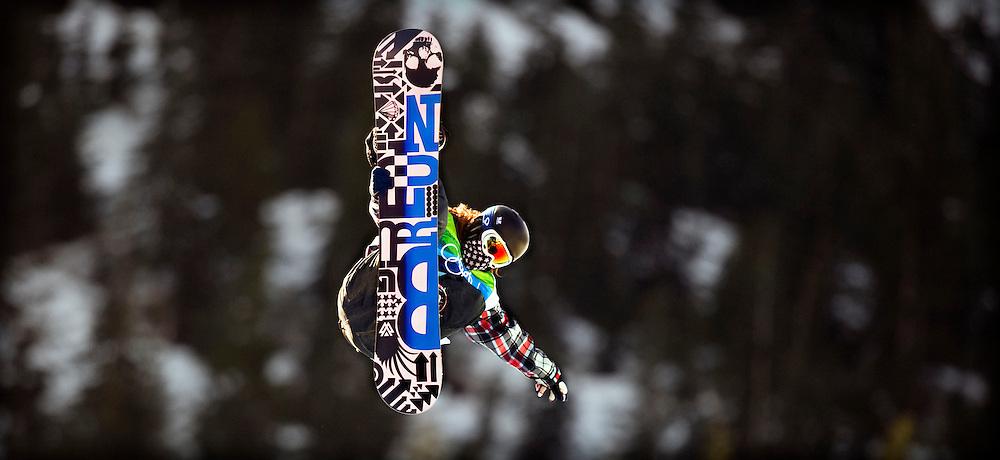 Canada, Cypress Mountain, 17-02-2010.<br /> Olympische Winterspelen.<br /> Snowboard, Halfpipe, Mannen.<br /> Shaun White, de gouden medaille winnaar, de best betaalde Olympier en ster van deze Winterspelen in aktie tijdens de eerste heat.<br /> Foto: Klaas Jan van der Weij