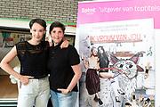Boekpresentatie Ik Vrouw van Jou in LE:EN, Utrecht. Joyce en Scarlet zochten zaaddonor via YouTube, vonden hem en schreven er een boek over.<br /> <br /> op de foto:  Anne van Veen en partner Han