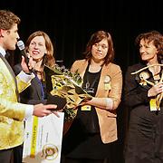 """NLD/Hilversum/20110208 - Prins Willem Alexander aanwezig bij de Gouden Apenstaarten 2011, Koert-Jan de Bruijn met de makers van """" Het Klokhuis"""""""