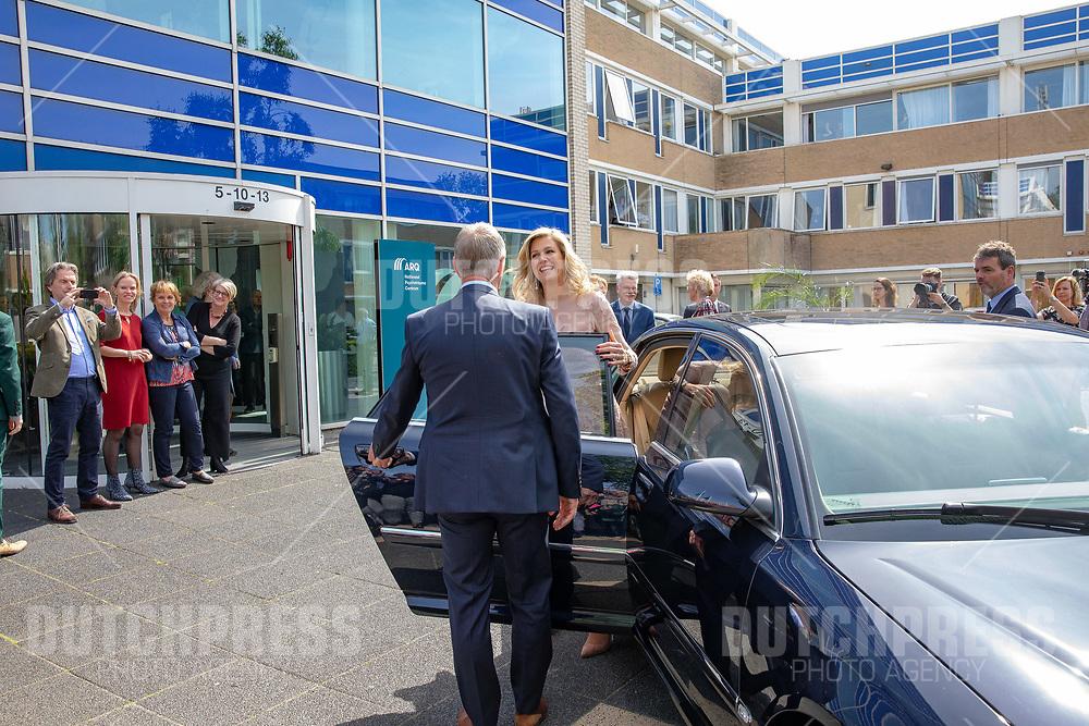 Koningin Maxima tijdens een bezoek aan het ARQ Nationaal Psychotrauma Centrum in Diemen
