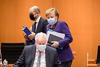 02 DEZ 2020, BERLIN/GERMANY:<br /> Angela Merkel, CDU, Bundeskanzlerin, und Olaf Scholz (hinten), SPD, Bundesfinanzminister, und Horst Seehofer (vorne, CSU, Bundesinnenminister, mit Mund-Nase-Maske, vor Beginn einer Kebinettsitzung, Internationaler Konferenzsaal, Bundeskanzleramt<br /> IMAGE: 20201202-01-013<br /> KEYWORDS: Sitzung, Kabinett, Atemmaske, Maske, Corvid-19, Corona, Pandemie