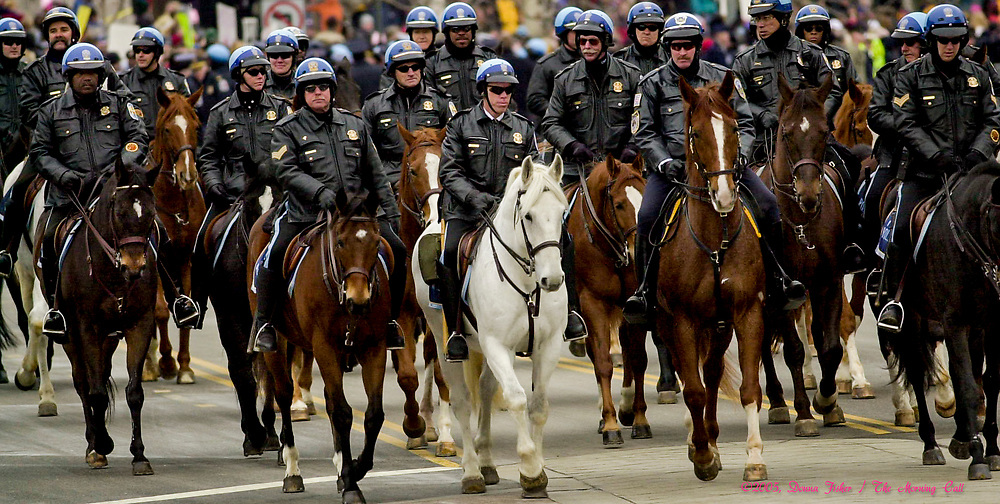 WASHINGTON, D.C. - Scenes along Pennsylvania Avenue during the Inauguration ceremonies for the second term of President George W. Bush at the U.S. Capitol, along the National Mall and along Pennsylvania Avenue on January 19, 2005 and January 20, 2005. Photography ©DONNA FISHER/The Morning Call