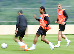 19.05.2010, Arena, Irdning, AUT, FIFA Worldcup Vorbereitung, Training England, im Bild Wischer, Feature, Glen Johnson, EXPA Pictures © 2010, PhotoCredit: EXPA/ S. Zangrando / SPORTIDA PHOTO AGENCY