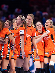 16-12-2018 FRA: Women European Handball Championships bronze medal match, Paris<br /> Romania - Netherlands 20-24, Netherlands takes the bronze medal / Lois Abbingh #8 of Netherlands