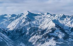 THEMENBILD - der Kitzsteinhorn Gletscher mit seinem Gipfel und dem Skigebiet der Kapruner Gletscherbahnen AG und dem Maiskogel, aufgenommen am 5. Feber 2018 in Zell am See - Kaprun, Österreich // the Kitzsteinhorn glacier with the summit and the Kaprun glacier ski lifts with the Maiskogel, Zell am See Kaprun, Austria on 2018/02/05. EXPA Pictures © 2018, PhotoCredit: EXPA/ JFK