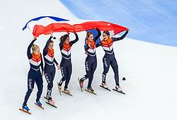 13-01-2019 NED: ISU European Short Track Championships 2019 day 3, Dordrecht<br /> Tineke den Dulk, Rianne de Vries, Suzanne Schulting, Yara van Kerkhof en Lara van Ruijven Europees Kampioen 3000 m Relay