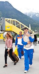 19.05.2010, Flughafen, Innsbruck, AUT, FIFA Worldcup Vorbereitung, Ankunft der Hollaendischen Nationalmannschaft, im Bild Khalid Boulahrouz (VFB Stuttgart ) mit Familie, EXPA Pictures © 2010, PhotoCredit: EXPA/ J. Groder / SPORTIDA PHOTO AGENCY