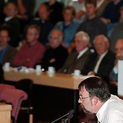 Raadvergadering gemeente Huizen nieuwbouw Flevoschool, VVD raadslid Carel Bikkers reageert