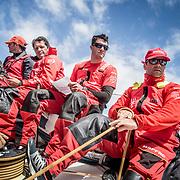 © María Muiña I MAPFRE: Pablo Arrarte, Blair Tuke y la tripulación entrenando a bordo del MAPFRE. Pablo Arrarte, Blair Tuke and the crew training on board MAPFRE.