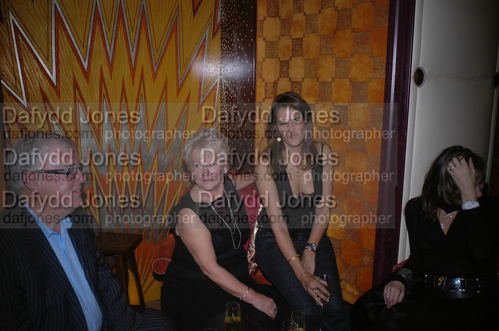 Frank and  Lana Dunphy and Tracey Emin. Jay Jopling and White Cube host a post Frieze opening party at Sketch. London. 20 October 2005. ONE TIME USE ONLY - DO NOT ARCHIVE © Copyright Photograph by Dafydd Jones 66 Stockwell Park Rd. London SW9 0DA Tel 020 7733 0108 www.dafjones.com