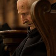 An elderly monk in his stall during a religious service. Solesmes 09-01-16<br /> Un vieux moine se recueille dans sa stalle au cours d'un office religieux. Solesmes 03-05-16