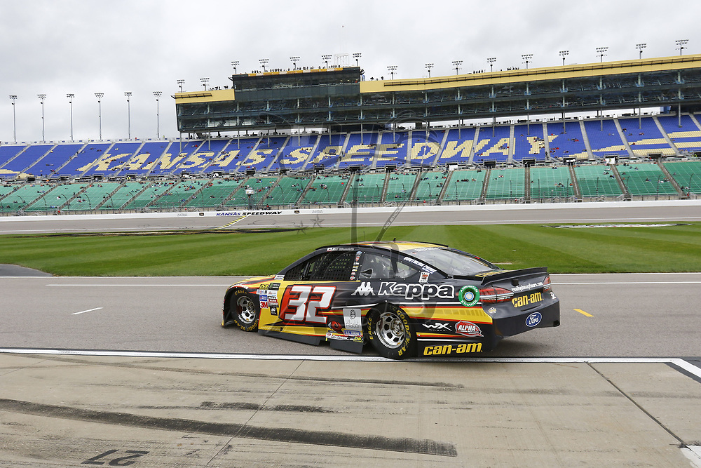 October 21, 2017 - Kansas City, Kansas, USA: Matt DiBendetto (32) takes to the track to practice for the Hollywood Casino 400 at Kansas Speedway in Kansas City, Kansas.