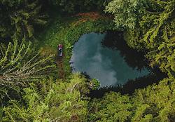 THEMENBILD - eine Frau auf einer Bank bei einem Teich mitten im Wald, aufgenommen am 25. August 2019 in Bad Fusch, Oesterreich // a woman on a bench by a pond in the middle of a forest in Bad Fusch, Austria on 2019/08/25. EXPA Pictures © 2019, PhotoCredit: EXPA/ JFK
