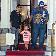 NLD/Amsterdam/20130607 - Alicia Keys zoontje Egypt met zijn grootouders - Alicia Keys son Egypt with his grantparents