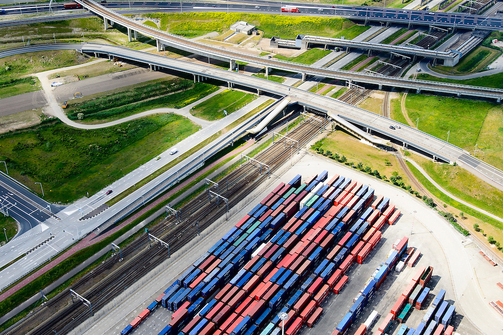 Nederland, Zuid-Holland, Rotterdam, 10-06-2015; <br />  Knooppunt Benelux (A4 / A15). Overslag van containers op terrein ECT Prins Willem-Alexanderhaven, Vondelingeweg.<br /> Infrastructure of motorways and metro (subway), container terminal in Rotterdam harbour area.<br /> <br /> luchtfoto (toeslag op standard tarieven);<br /> aerial photo (additional fee required);<br /> copyright foto/photo Siebe Swart