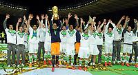 Fotball<br /> Tyskland<br /> 30.05.2015<br /> Foto: Witters/Digitalsport<br /> NORWAY ONLY<br /> <br /> Team Wolfsburg, Torwart Diego Benaglio (Wolfsburg) mit Pokal, Wolfsburg DFB-Pokalsieger 2015<br /> Fussball, DFB-Pokal, Finale 2015, Borussia Dortmund - VfL Wolfsburg 1:3