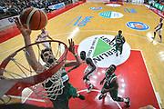 DESCRIZIONE : Varese Lega A 2015-16 Sidigas Scandone Avellino - Openjobmetis Varese<br /> GIOCATORE : Riccardo Cervi<br /> CATEGORIA : Schiacciata Special<br /> SQUADRA : Sidigas Scandone Avellino <br /> EVENTO : Campionato Lega A 2015-2016<br /> GARA : Openjobmetis Varese - Sidigas Scandone Avellino <br /> DATA : 27/10/2015<br /> SPORT : Pallacanestro<br /> AUTORE : Agenzia Ciamillo-Castoria/M.Ozbot<br /> Galleria : Lega Basket A 2015-2016 <br /> Fotonotizia: Varese Lega A 2015-16 Openjobmetis Varese - Openjobmetis Varese