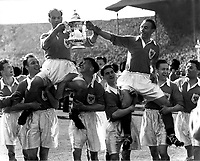 Fotball<br /> Foto: Colorsport/Digitalsport<br /> NORWAY ONLY<br /> <br /> STANLEY MATTHEWS AND CAPTAIN HARRY JOHNSTON (BLACKPOOL) ARE CHAIRED OFF THE PITCH WITH THE FA CUP. FA CUP FINAL 1953, BLACKPOOL V BOLTON WANDERERS.