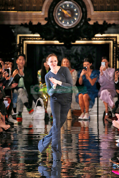 March 5, 2018 - Paris, France - Image licensed to i-Images Picture Agency. 05/03/2018. Paris, France. Designer Stella McCartney  at the end of her show  at Paris Fashion Week for Autumn/Winter 2018. (Credit Image: © i-Images via ZUMA Press)
