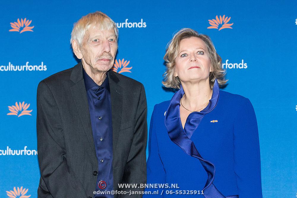 NLD/Amsterdam/20181126 - Maxima reikt Pr. Bernhard Cultuurfondsprijs uit, Reinbert de Leeuw en mevrouw Adriana Esmeijer
