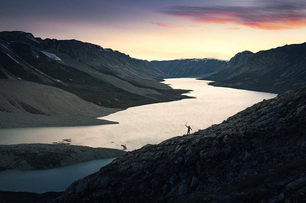 Croosing lakes and Valleys at Nugssuaq Peninsula